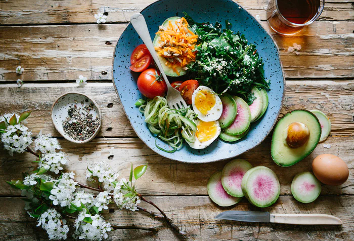 Healthy bowl with eggs & spinach